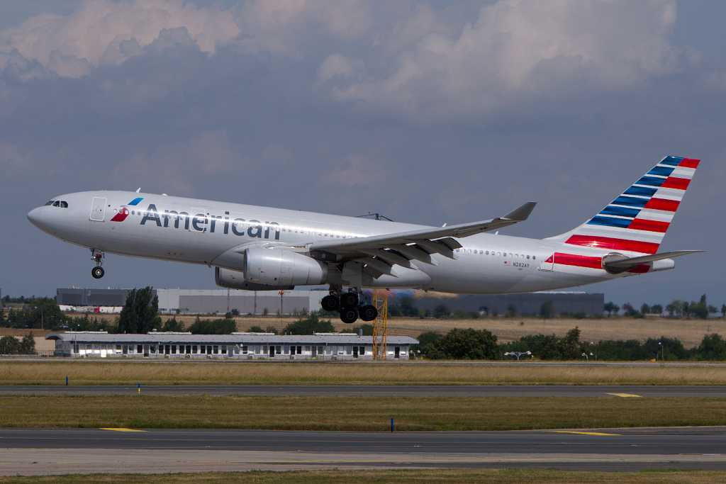 American Airlines | Airbus A330-243 | N282AY